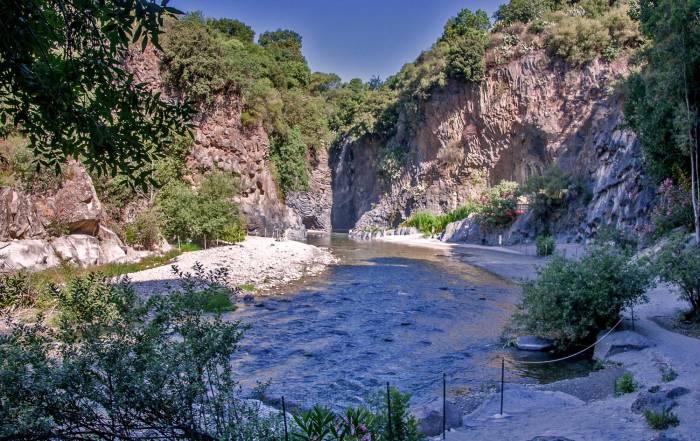 parco-fluviale-alcantara_gole-di-larderia-alcantara