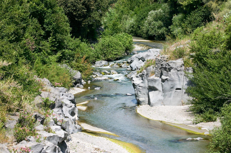 parco-fluviale-alcantara_il-fiume-nella-roccia